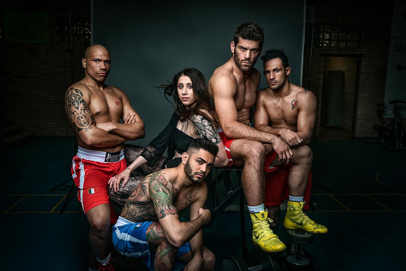maki-galimberti-sony-alpha-7RII-group-of-mixed-boxers-pose-inside-gym