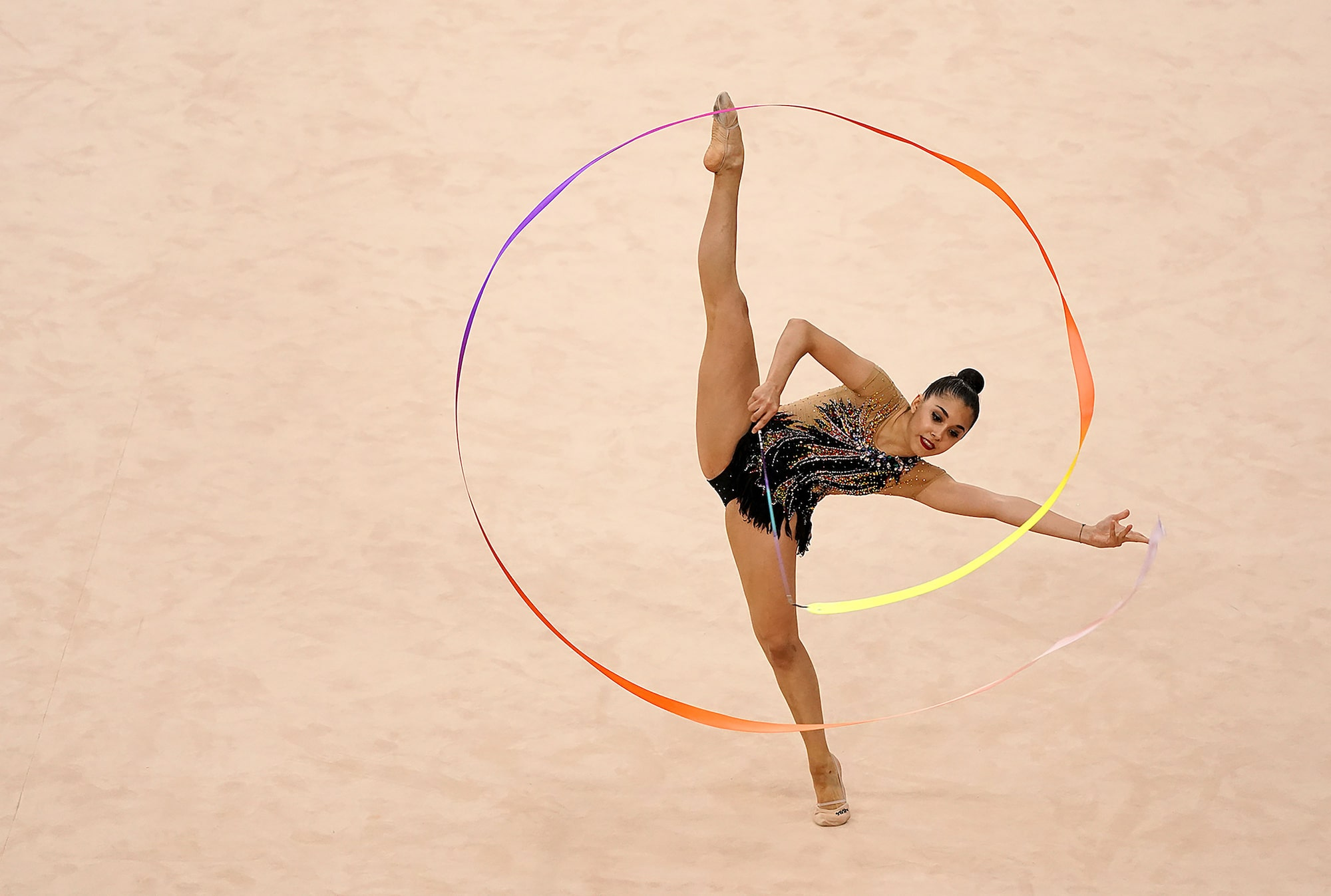 Bob-Martin-sony-alpha-9-gymnast-twirling-a-ribbon-into-a-circle