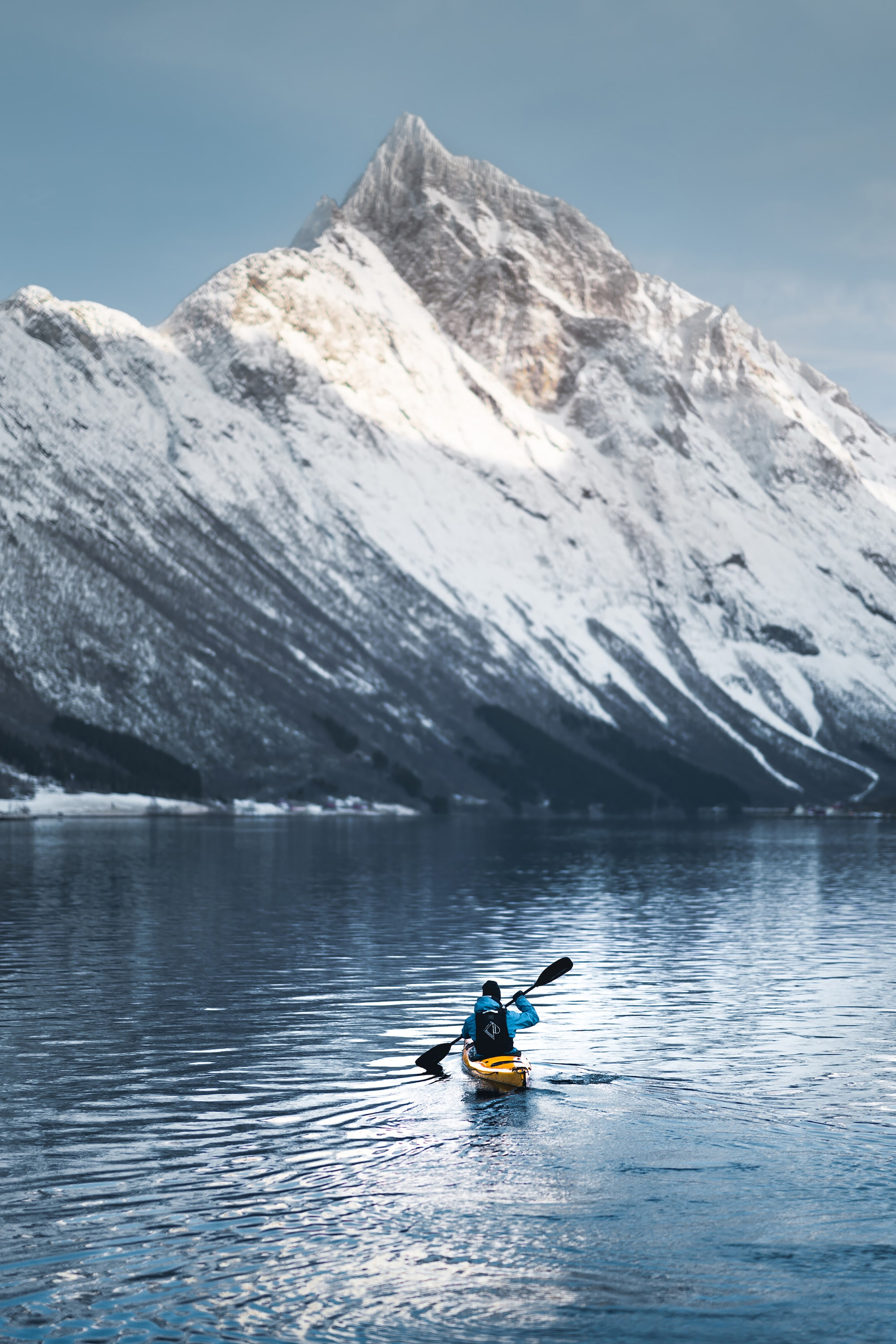 Kyle-Meyr-Sony-alpha-9-canoeist-makes-his-way-across-lake-towards-mountain