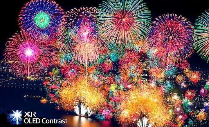 Fuochi d'artificio con contrasto estremo e profondità realistica